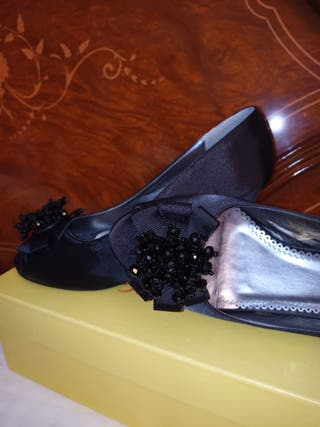 zapato de raso negro con tacon