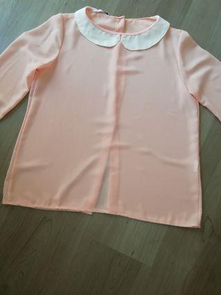 Blusa rosa con cuello blanco