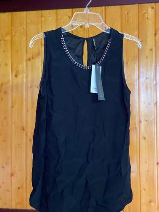 Camisa de vestir con adorno al cuello