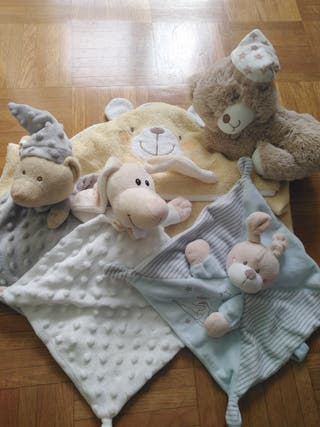 Lote toalla, doudous y peluche bebé