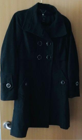 Abrigo con solapa y botones negro