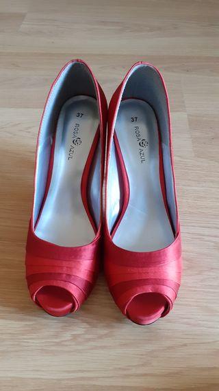 Zapatos fiesta salón rojos La Rosa Azul