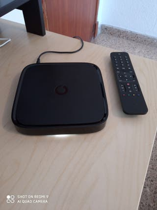 APARATO DE VODAFONE TV BOX CON MANDO A DISTANCIA