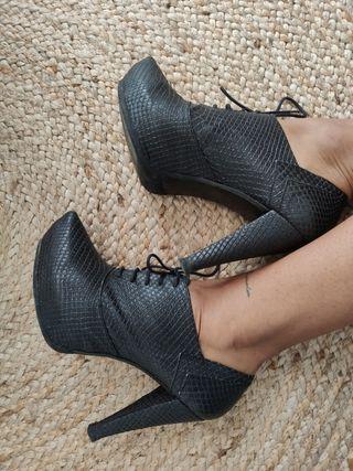 Zapato abotinado Cuple