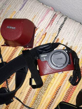 Cámara evil Nikon J1 con objetivo 10-30
