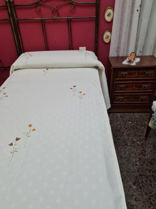 colchas de cama y cortina