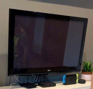Televisión Plasma LG 42' HD 42PQ1000 + soporte TV
