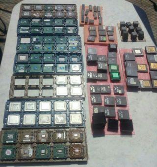 Montaje de ordenadores retro.