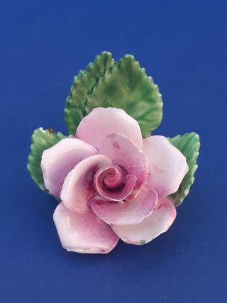 Rosa de porcelana inglesa staffordshire.