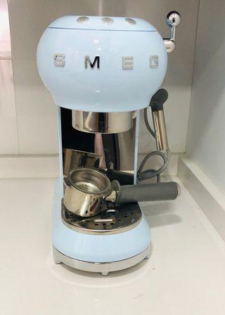 Cafetera Smeg azul cielo