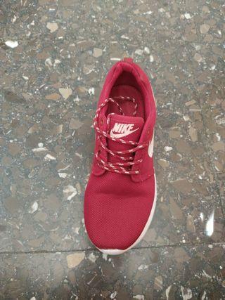 Zapatillas tela Granate con Logo Nike