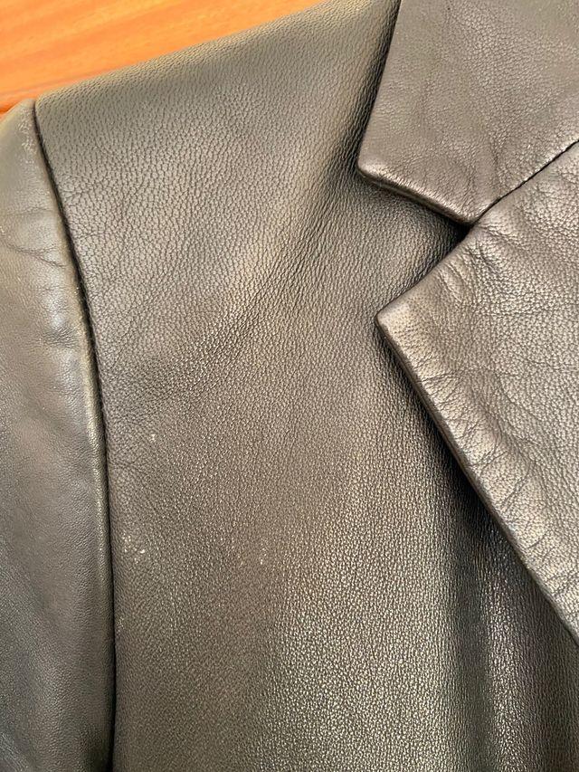 Chaqueta de piel en color negra