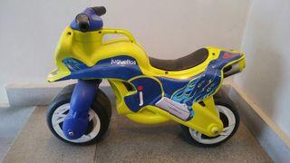 Moto correpasillos marca Juguettos