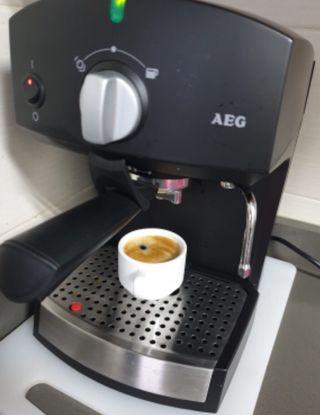 Cafetera AEG crema