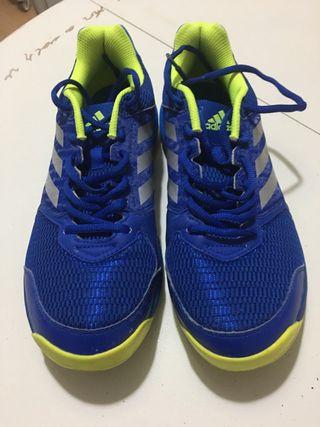 Zapatillas deportivas voleibol Adidas. Talla 41