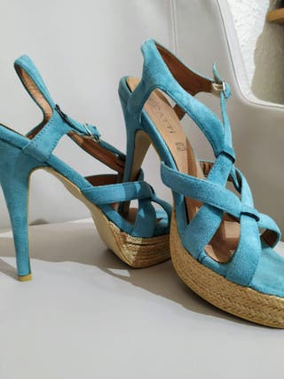 Sandalia tacón azul turquesa