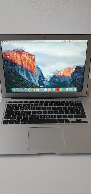 MacBook Air 13' y ratón inalámbrico