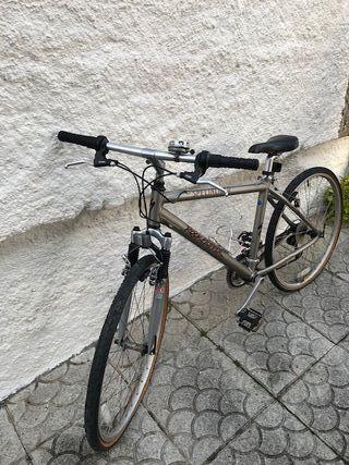 Vendo bicicleta de montaña Specialized Rockhopper