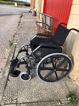 Silla de ruedas en buen estado poco usó