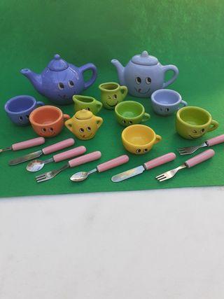 Vajilla de cerámica para niños.
