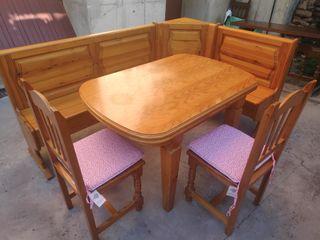 Conjunto de bancos, mesa extensible y sillas