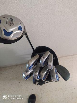 Bolsa de Golf con palos, todo es de la marca St. A