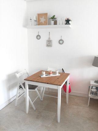 Mesa y 2 sillas comedor madera blanca