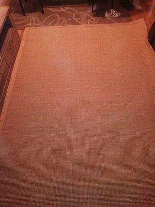 alfombra, mide 2.65 largo y 1.98 ancho