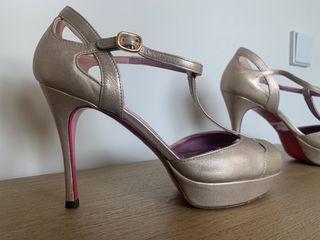 Sandalias doradas Ursula Mascaro