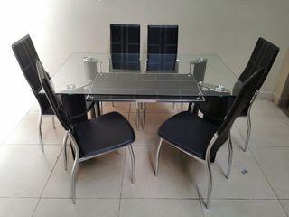 Preciosa mesa de comedor con 6 sillas. Oferton!