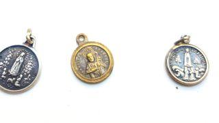LOTE 3 medallas pequeñas antiguas