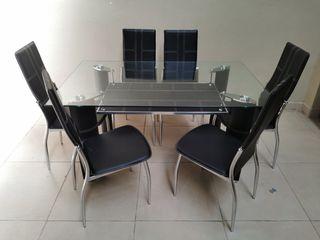Mesa de comedor y 6 sillas. Oferta del mes