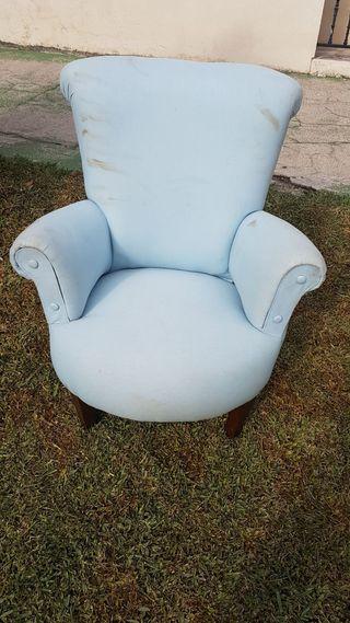 Sofa ( hace falta tapizar)
