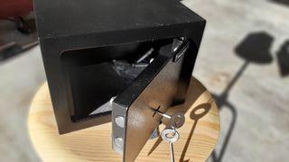 Caja fuerte de seguridad con llave