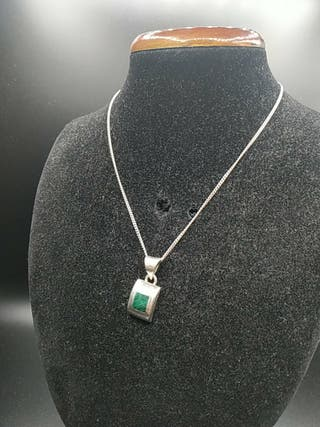 cadena de plata y colgante piedra