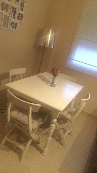 Mesa comedor, y 4 sillas