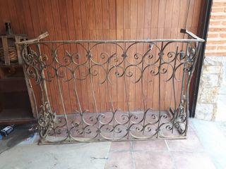 Balcón hierro antiguo