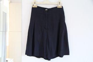 Pantalón corto tipo falda