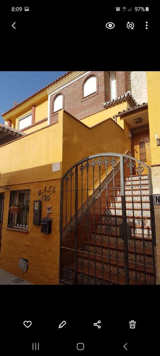 Casa en venta y alquiler (Nerja, Málaga)