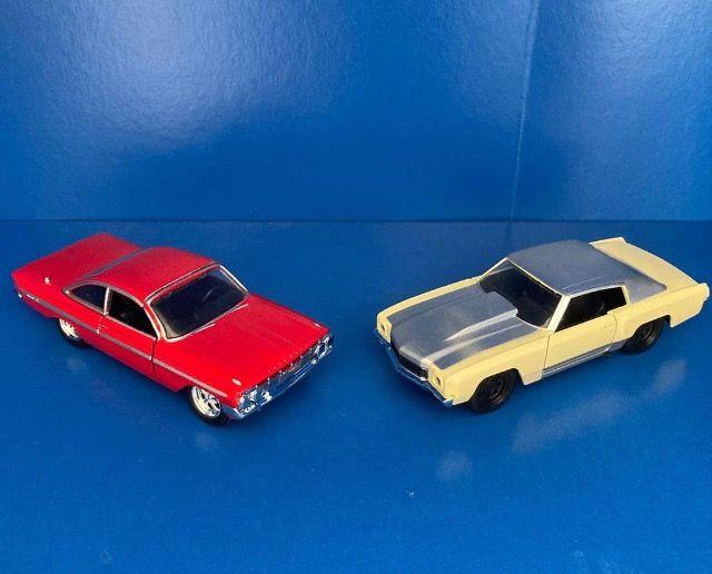 Dos coches de escala 1/32