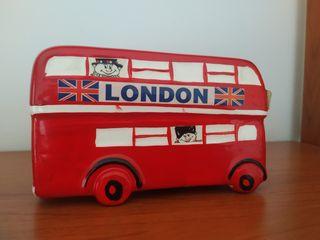 Hucha autobús londinense