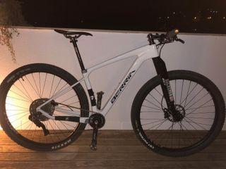 "Bicicleta BTT 29"" Carbono - Berria Bravo Infinity"