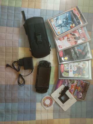 PSP Slim + funda + juegos + tarjeta memoria