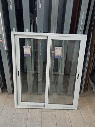 ventana corredera de dos hojas de aluminio blanco