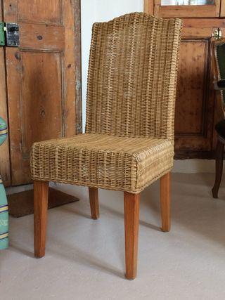 Silla-sillón de mimbre y madera