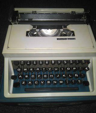 "*Máquina de escribir ""OLIVETTI DORA"""