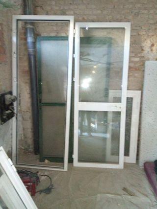 puerta de aluminio blanca climalit