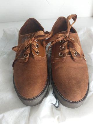 Zapatos acordonados Stradivarius