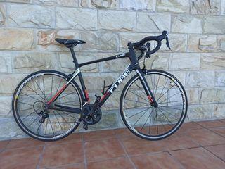 Bicicleta Cube attain red carbon.(Carbono)