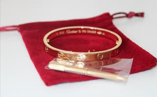 pulsera dorada clásica estilo cartier